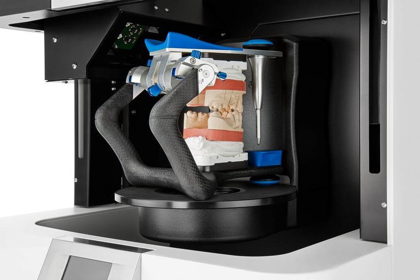 процесс сканирования челюсти