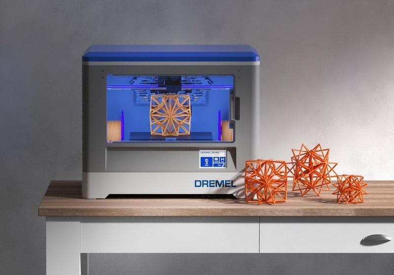 3D принтер Dremel 3D20 на столе