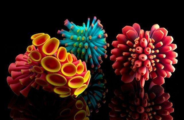 цветные изделия из пластика