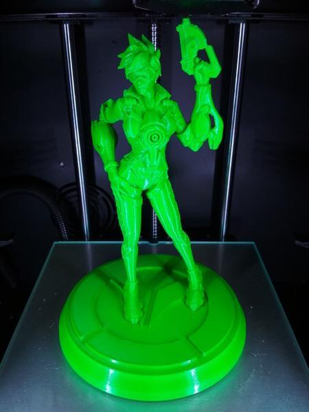 зеленая фигурка