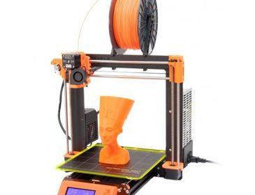 принтер и модель головы нефертити