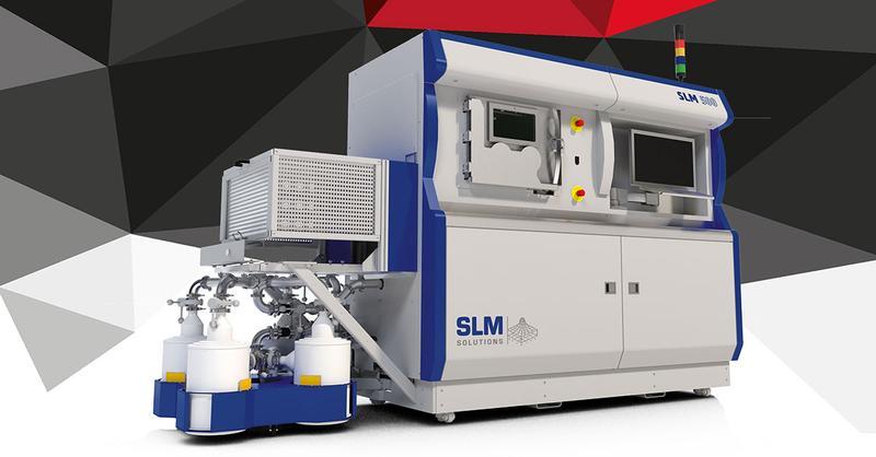 SLM 500 на черно-белом фоне