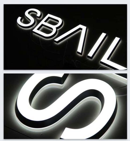буквы на черном фоне
