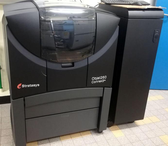 принтер 3д стоит в комнате