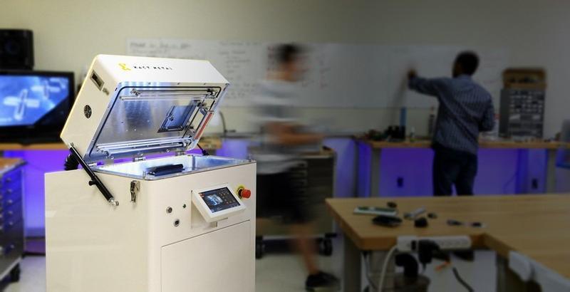 принтер  помещении и человек