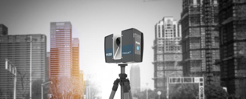 сканер на фоне домов
