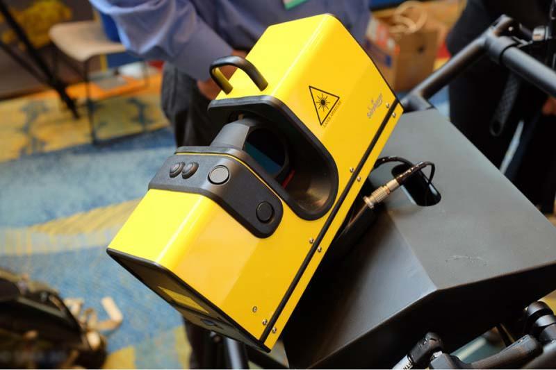 сканер желтый