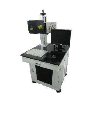 лазерный маркер на белом фоне