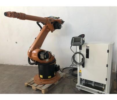 робот-манипулятор в помещении