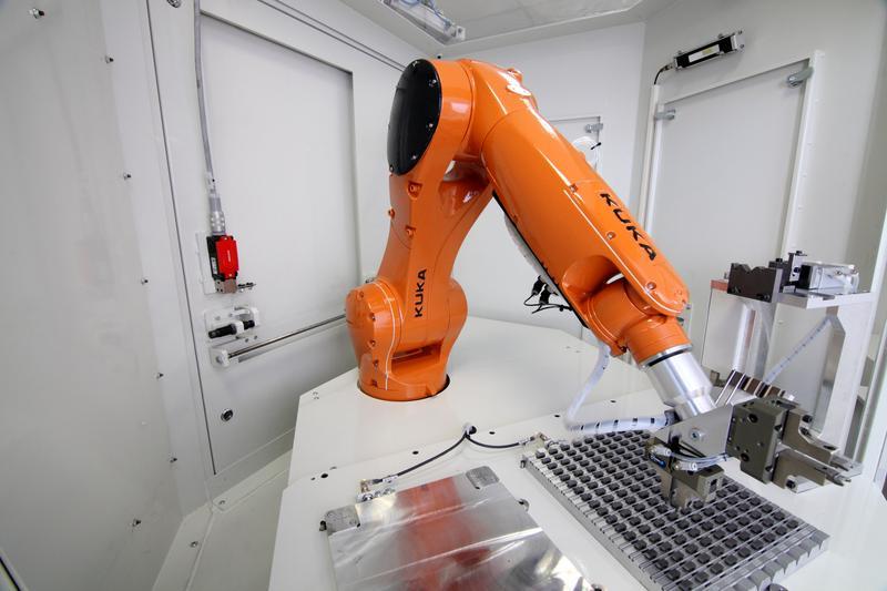 робот от производителя кука